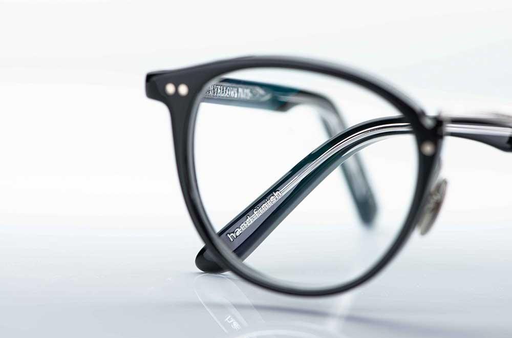 Yellows Plus – runde schwarze Acetat Brille mit Nieten und Metall Brücke in glänzendem silber - KITSCHENBERG Brillen