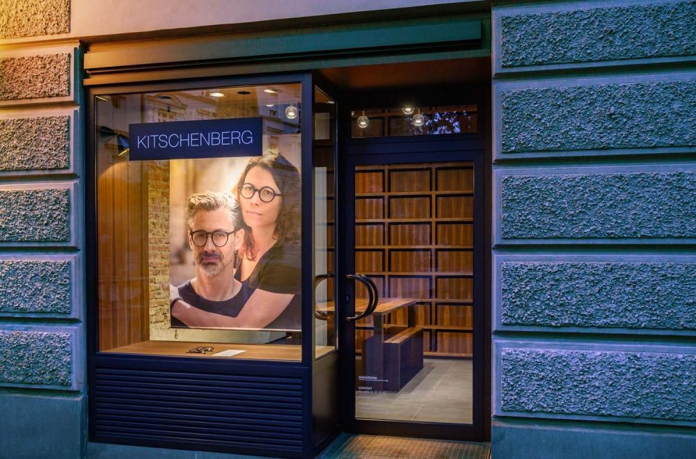 Kitschenberg – Geschäft kleiner Showroom Außenansicht St.-Anna-Str. Lehel - KITSCHENBERG Brillen