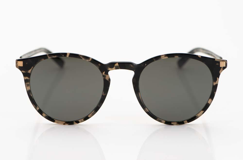 Mykita - Sonnenbrille – runde Brille aus schwarz-braun-gesprenkeltem Acetat mit goldenen Edelstahlbügeln - KITSCHENBERG Brillen